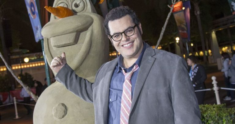 Josh Gad Married, Wife, Gay, Daughter, Family, Net Worth, Bio, Age