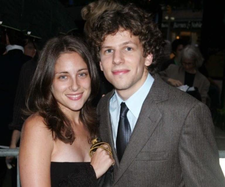 Jesse Eisenberg Wife, Sister, Girlfriend, Height, Weight, Net Worth