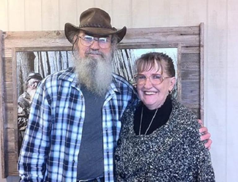 Si Robertson Wife, Christine, Siblings, Family, Age, Kids, Net Worth