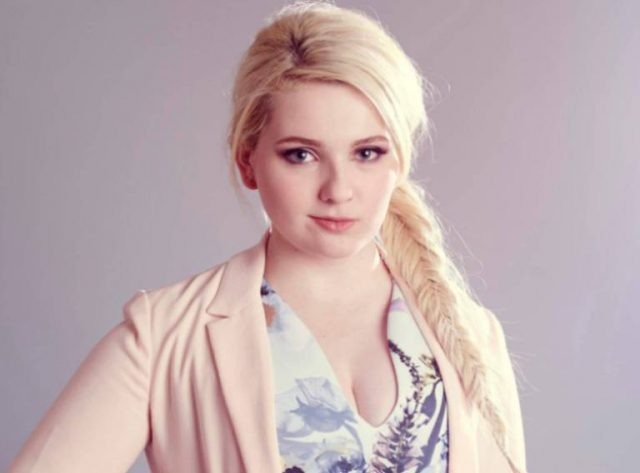 Abigail Breslin Biography, Height, Weight, Body Measurements, Net Worth